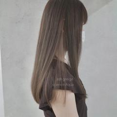 ナチュラル ロング インナーカラー ミルクティーグレージュ ヘアスタイルや髪型の写真・画像