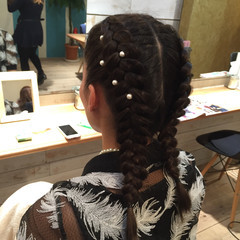 ヘアセット セミロング パールアクセ ストリート ヘアスタイルや髪型の写真・画像