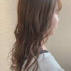 セミロング オリーブグレージュ ミルクティーベージュ アッシュグレージュ ヘアスタイルや髪型の写真・画像