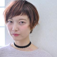 ベリーピンク ショート 前髪あり ショートバング ヘアスタイルや髪型の写真・画像