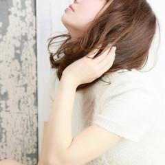 フェミニン アッシュ 大人かわいい ゆるふわ ヘアスタイルや髪型の写真・画像