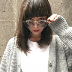 アッシュ 透明感 ミディアム グレージュ ヘアスタイルや髪型の写真・画像