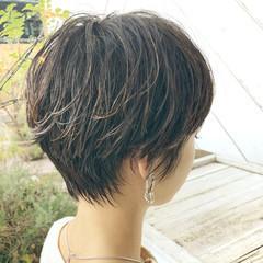 ショート アンニュイほつれヘア パーマ オフィス ヘアスタイルや髪型の写真・画像