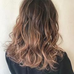 ミディアム ハイライト バレイヤージュ グラデーションカラー ヘアスタイルや髪型の写真・画像