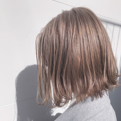 ミルクティーベージュ ボブ 切りっぱなしボブ ベージュカラー ヘアスタイルや髪型の写真・画像