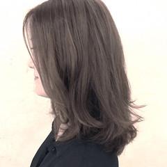 セミロング 秋 グレージュ ナチュラル ヘアスタイルや髪型の写真・画像