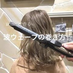 ナチュラル ゆるふわ ウェーブ ミディアム ヘアスタイルや髪型の写真・画像
