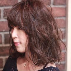 斜め前髪 外ハネ ミディアム 色気 ヘアスタイルや髪型の写真・画像