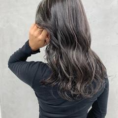 ハイライト グレージュ 極細ハイライト エレガント ヘアスタイルや髪型の写真・画像