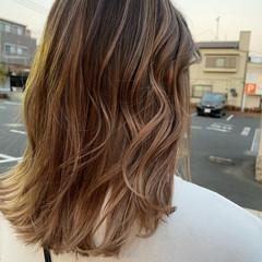 大人ハイライト バレイヤージュ 白髪染め ハイライト ヘアスタイルや髪型の写真・画像