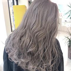 ラベンダーグレージュ ロング アッシュグレー グレージュ ヘアスタイルや髪型の写真・画像