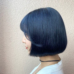 ショートボブ 切りっぱなしボブ ブルーブラック ボブ ヘアスタイルや髪型の写真・画像