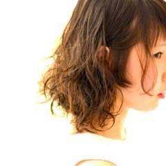 ミディアム モテ髪 パーマ ガーリー ヘアスタイルや髪型の写真・画像