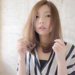 フェミニン 外国人風 ミディアム 透明感 ヘアスタイルや髪型の写真・画像