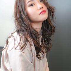 レイヤーロングヘア ロング 大人ヘアスタイル ゆるふわ ヘアスタイルや髪型の写真・画像