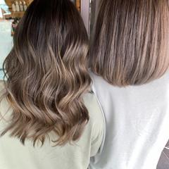ミルクティーベージュ ストリート アッシュベージュ コテ巻き ヘアスタイルや髪型の写真・画像