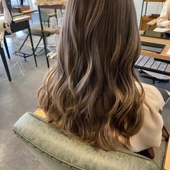艶グレーベージュ ロング ブリーチカラー 可愛い ヘアスタイルや髪型の写真・画像