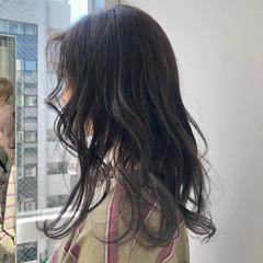グレー アッシュグレージュ エレガント ロング ヘアスタイルや髪型の写真・画像