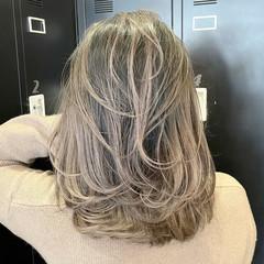 アッシュベージュ 外国人風カラー ミディアム ミディアムレイヤー ヘアスタイルや髪型の写真・画像