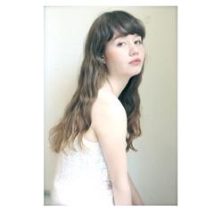 アッシュ ガーリー ウェーブ ロング ヘアスタイルや髪型の写真・画像