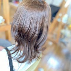 ミルクティー セミロング レイヤーカット イルミナカラー ヘアスタイルや髪型の写真・画像