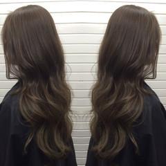 外国人風 アッシュグレージュ ナチュラル グレージュ ヘアスタイルや髪型の写真・画像