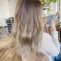 ロング 透明感 透明感カラー ストリート ヘアスタイルや髪型の写真・画像