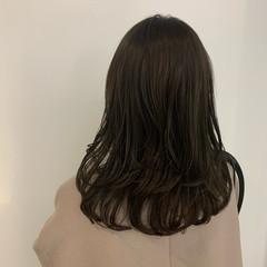 透明感カラー レイヤーカット ナチュラル ワンカールスタイリング ヘアスタイルや髪型の写真・画像
