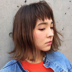 ハイライト グラデーションカラー アッシュ 前髪あり ヘアスタイルや髪型の写真・画像