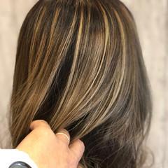 ハイトーン エレガント ウェットヘア 外ハネ ヘアスタイルや髪型の写真・画像