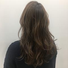 ヌーディベージュ ハイライト ブラウンベージュ ロング ヘアスタイルや髪型の写真・画像
