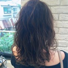アッシュグレージュ アッシュ セミロング ナチュラル ヘアスタイルや髪型の写真・画像