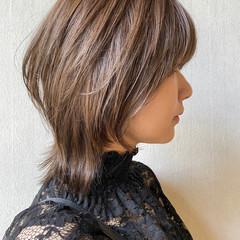 ミルクティーベージュ ミルクティカラー ミディアム ナチュラル ヘアスタイルや髪型の写真・画像