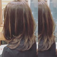 大人女子 ナチュラル アッシュベージュ レイヤーカット ヘアスタイルや髪型の写真・画像