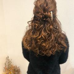 ねじり ヘアアレンジ ブライダル ハーフアップ ヘアスタイルや髪型の写真・画像