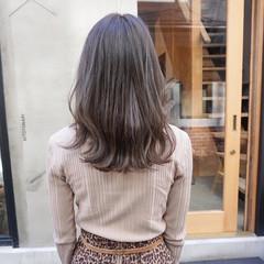 カーキ 透明感カラー くすみカラー 地毛風カラー ヘアスタイルや髪型の写真・画像