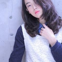 セミロング ストリート 黒髪 フェミニン ヘアスタイルや髪型の写真・画像