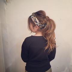 スカーフアレンジ セミロング ヘアセット ナチュラル ヘアスタイルや髪型の写真・画像