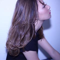 バレイヤージュ ダブルカラー ナチュラル ハイライト ヘアスタイルや髪型の写真・画像