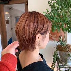 オレンジ ブリーチカラー ショート 大人かわいい ヘアスタイルや髪型の写真・画像