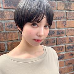 ナチュラル ショートヘア 耳掛けショート 丸みショート ヘアスタイルや髪型の写真・画像