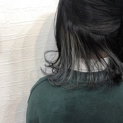 グレーアッシュ ミディアム インナーカラーグレー シルバーグレイ ヘアスタイルや髪型の写真・画像