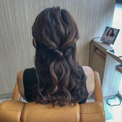 フェミニン セミロング 波ウェーブ 簡単ヘアアレンジ ヘアスタイルや髪型の写真・画像