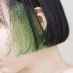 ボブ インナーカラー 切りっぱなしボブ エメラルドグリーンカラー ヘアスタイルや髪型の写真・画像