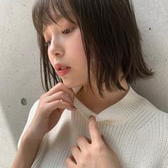 鎖骨ミディアム ヘアアレンジ オリーブベージュ デジタルパーマ ヘアスタイルや髪型の写真・画像