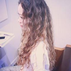 パーマ ウェーブ アンニュイ スパイラルパーマ ヘアスタイルや髪型の写真・画像