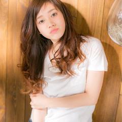 ロング パーマ 艶髪 ハイライト ヘアスタイルや髪型の写真・画像