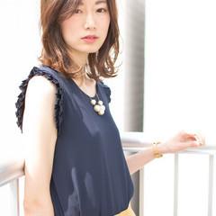 ミディアム 大人かわいい フェミニン オフィス ヘアスタイルや髪型の写真・画像