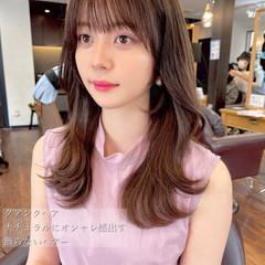 レイヤーロングヘア 韓国ヘア フェミニン レイヤースタイル ヘアスタイルや髪型の写真・画像