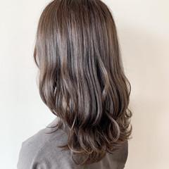 ブルージュ ハイライト アッシュグレージュ ナチュラル ヘアスタイルや髪型の写真・画像